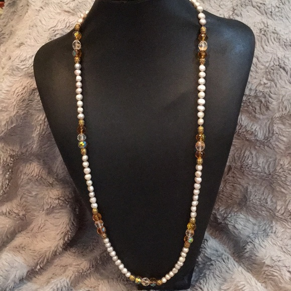 Jewelry - Pearl, gold and clear bead necklace